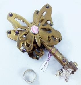 one side key 175