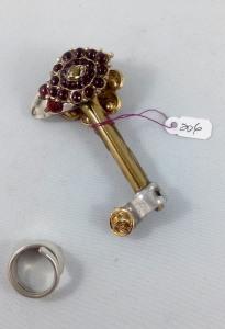 one side key 206