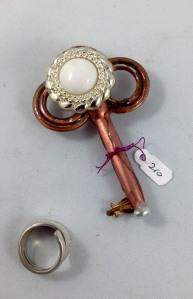 one side key 210