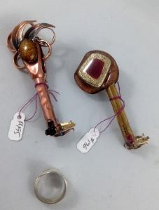 one side keys 195, 196