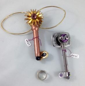 other side keys 164, 165
