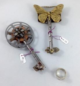 other side keys 172, 173