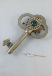 one side key 347