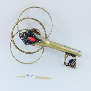 one side key 631